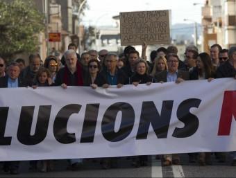 Els alcaldes del Baix Penedès i el Baix Gaià van encapçalar la marxa de protesta amb una gran pancarta per reclamar solucions per a l'N-340 J.C. LEÓN