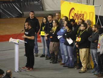 David Fernández, amb altres cupaires, diumenge al final del debat nacional a Manresa ORIOL DURAN