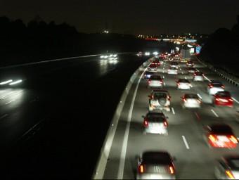 Cues de cotxes de nit a l'àrea de Barcelona QUIM PUIG/ARXIU