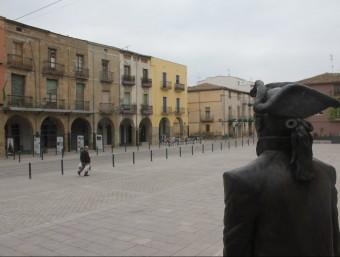 Plaça Major d'Almacelles, ben aprop d'on s'ha registrat l'assalt a un habitatge D.M