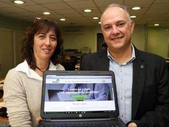 Cristina Pérez i Carles Boronat, dos dels tres creadors de Tramitatu.  JUANMA RAMOS