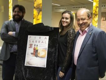 L'alcalde de Sarral, Josep Amill, a la dreta, durant l'acte de presentació del cartell anunciador de la Fira d'enguany EPN