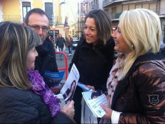 Concepció Veray (al centre de la imatge) amb Maria Àngels Olmedo, portaveu del PP a Figueres EPA