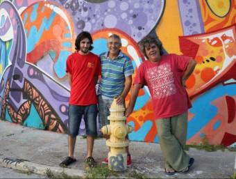 Jordi Tonietti, entre Oriol Tonietti i Llorenç Pujol, durant la seva estada a Miami ARXIU