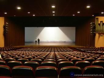 L'escenari del teatre de la Passió d'Esparreguera, vist des de platea ARXIU