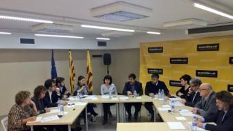 La trobada d'ahir a l'ANC, amb la presència de Francesc Homs (DL) i Gabriel Rufián (ERC) EL PUNT AVUI