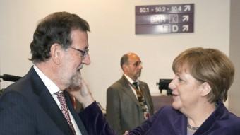 Angela Merkel s'interessa per l'estat de Mariano Rajoy ahir a Brussel·les EFE