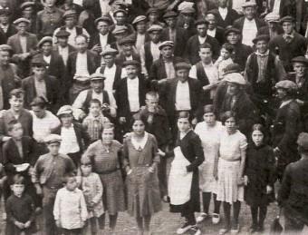 Concentració d'agraris a Lladó durant un judici de desnonament el juny de 1933 ARXIU