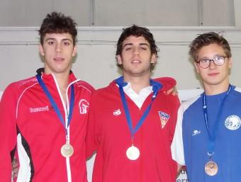 Puig, vencedor de la primera medalla del campionat, flanquejat per Duran (Sevilla) i Casanovas (Sabadell) J.VIDAL