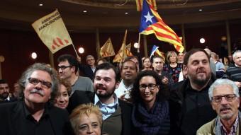 Gabriel Rufián, Joan Tardà, Oriol Junqueras, Marta Rovira i Santi Vidal són aplaudits a l'inici del míting al Teatre Principal de Sabadell ACN