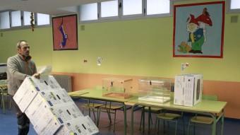 Preparatius per a les eleccions, ahir en un col·legi de Madrid efe