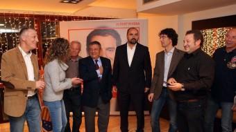 Jean Castel, primer per l'esquerra i Fernando López, quart, ahir, poc abans de saber-se els resultats J.RIBOT /ICONNA