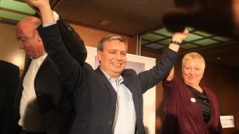 Xuclà I Ribera celebrant la victòria a la demarcació, tot i empatar amb ERC LLUÏS SERRAT