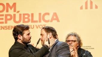 El cap de llista d'ERC al Congrés, Gabriel Rufián, i el president del partit, Oriol Junqueras, celebren aquest diumenge els resultats electorals ANDREU PUIG