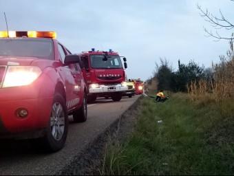 Dotacions de Bombers i efectius del SEM treballant en l'accident de l'N-II a Pontós el 20 de desembre del 2015