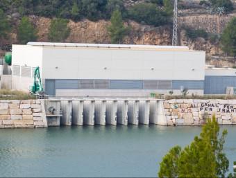 Agricultura fa el manteniment i vigilància de l'estació de captació i bombeig del Xerta-Sénia. JOSÉ CARLOS LEÓN