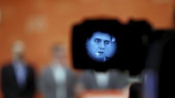 Albert Rivera, durant la roda de premsa de Ciutadans, a través d'una càmera de televisió REUTERS