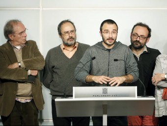 Botran, portaveu de la CUP, ahir, acompanyat per De Jòdar, Baños, Salellas i Serra ANDREU DALMAU / EFE