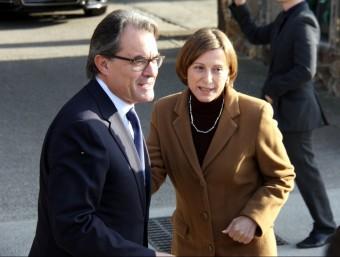 El president Artur Mas i la presidenta del Parlament, Carme Forcadell, a Montjuïc ACN