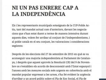 Una imatge del manifest dels regidors de la CUP-Poble Actiu a favor del pacte amb Junts Pel Sí per tirar endavant el Govern
