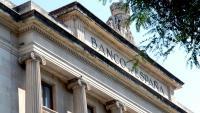 El Banc d'Espanya , tot i que teòricament hauria de ser autònom, està supeditat al govern de torn
