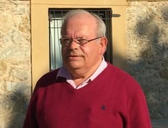 L'alcalde, Josep Aulet , davant l'edifici de l'ajuntament J.N