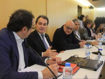 El president de la Generalitat en funcions i de CDC, Artur Mas, flanquejat per Josep Rull i Lluís Corominas aquest dilluns a la reunió de l'executiva del partit ACN
