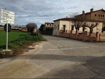 La carretera de Foixà a la Sala, en el tram inicial que surt del barri dels Cuells. JOAN PUNTÍ