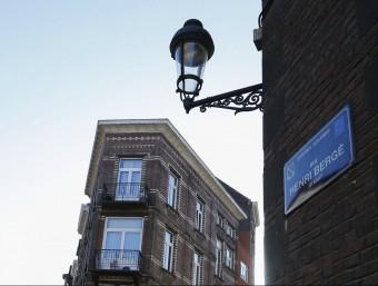 Vista del carrer Henri Berge, al barri d'Schaerbeek de Brussel·les, on la setmana passada es va localitzar el possible lloc de fabricació de les bombes utilitzades a París EFE