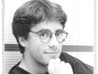 Una foto de l'actual president de la Generalitat, Carles Puigdemont, a la redacció del diari a l'inici de la dècada dels 90 ARXIU