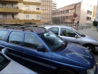 Riera té estacionat de manera permanent el vehicle al carrer Joan Subias de Figueres MANEL LLADÓ