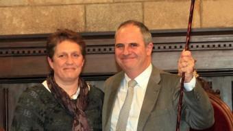 Albert Ballesta, amb Isabel Muradàs, després de ser proclamat alcalde J. SABATER