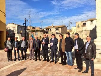 Les diverses autoritats municipals de Borrassà i, al mig, el president de la Diputació, Pere Vila, durant la inauguració EL PUNT AVUI