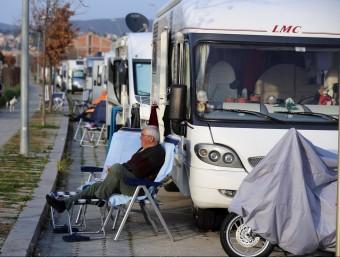 L'aparcament d'autocaravanes de Platja d'Aro, al carrer de Roma, ple a vessar de vehicles aquest cap de setmana QUIM PUIG