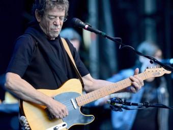 Lou Reed, aquí en un concert a Berlín el juny de 2012, és autor de 'Take a walk on the wild side'.  ARXIU/EFE