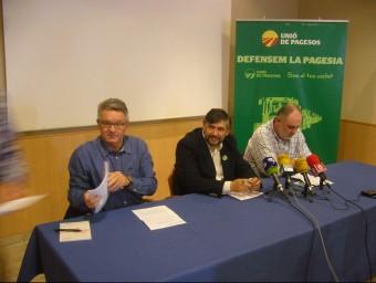 Joan Caball, al centre, acompanyat de Rafel Verdiell i Hilari Curto (a la dreta), que serà el nou coordinador d'UP a les Terres de l'Ebre. L.M