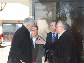 Els alcaldes del Vendrell i el Perelló (primer pla), amb José L. Aymat i Pere Virgili INFOCAMP