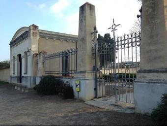 L'accés al cementiri de la Bisbal s'ampliarà proximament. JOAN PUNTÍ