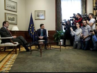 El president del govern espanyol en funcions, Mariano Rajoy, i el líder del PSOE, Pedro Sánchez, aquest divendres al Congrés dels Diputats EFE