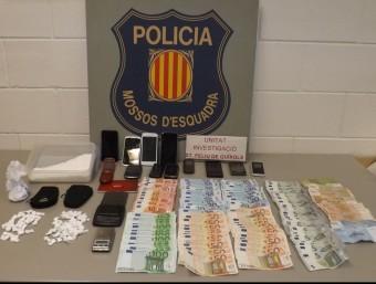 Els agents van comissar cocaïna, mòbils i 4.810 euros CME