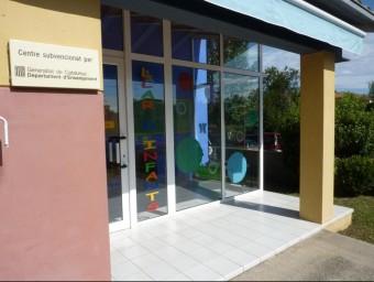 L'entrada de la llar d'infants municipal d'Esponellà, Els Solets. R. E