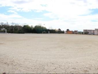 El camp de futbol de terra de Llorenç del Penedès està a només dos quilòmetres del de Sant Jaume dels Domenys. C.M. / TAEMPUS
