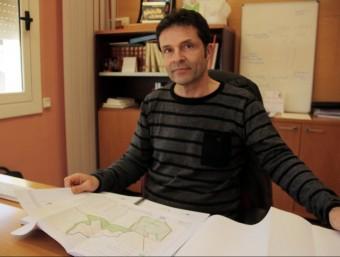 José Ignacio Aparicio mostra al seu despatx els plànols de la pedrera del Telègraf ACN