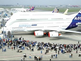 Els fabricants Airbus i Boeing augmentaran les seves flotes comercials les pròximes dècades.  ARXIU