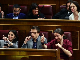 El grup de Podem, ahir en un moment del debat d'investidura al Congrés PIERRE-PHILIPPE MARCOU / AFP