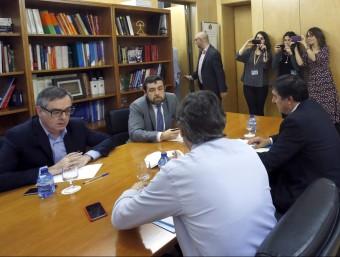 Els equips negociadors de PSOE i C's, reunits el passat 23 de febrer al Congrés EFE