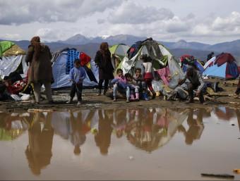 Refugiats al camp d'Idomeni, a la frontera entre Grècia i Macedònia REUTERS