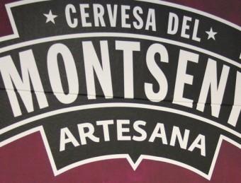 l'equip de Cervesa del Montseny amb el premi rebut G. FREIXA
