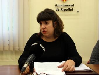 La tinent d'alcalde de Serveis Socials i Habitatge de Ripollet, Reyes Muñoz, en la roda de premsa d'ahir ACN