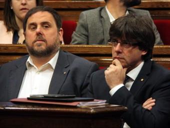 Oriol Junqueras i Carles Puigdemont en el ple sobre la pobresa al Parlament aquest dimecres ACN